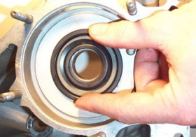 Vespa Oil Seals Maintenance: Clutch Side