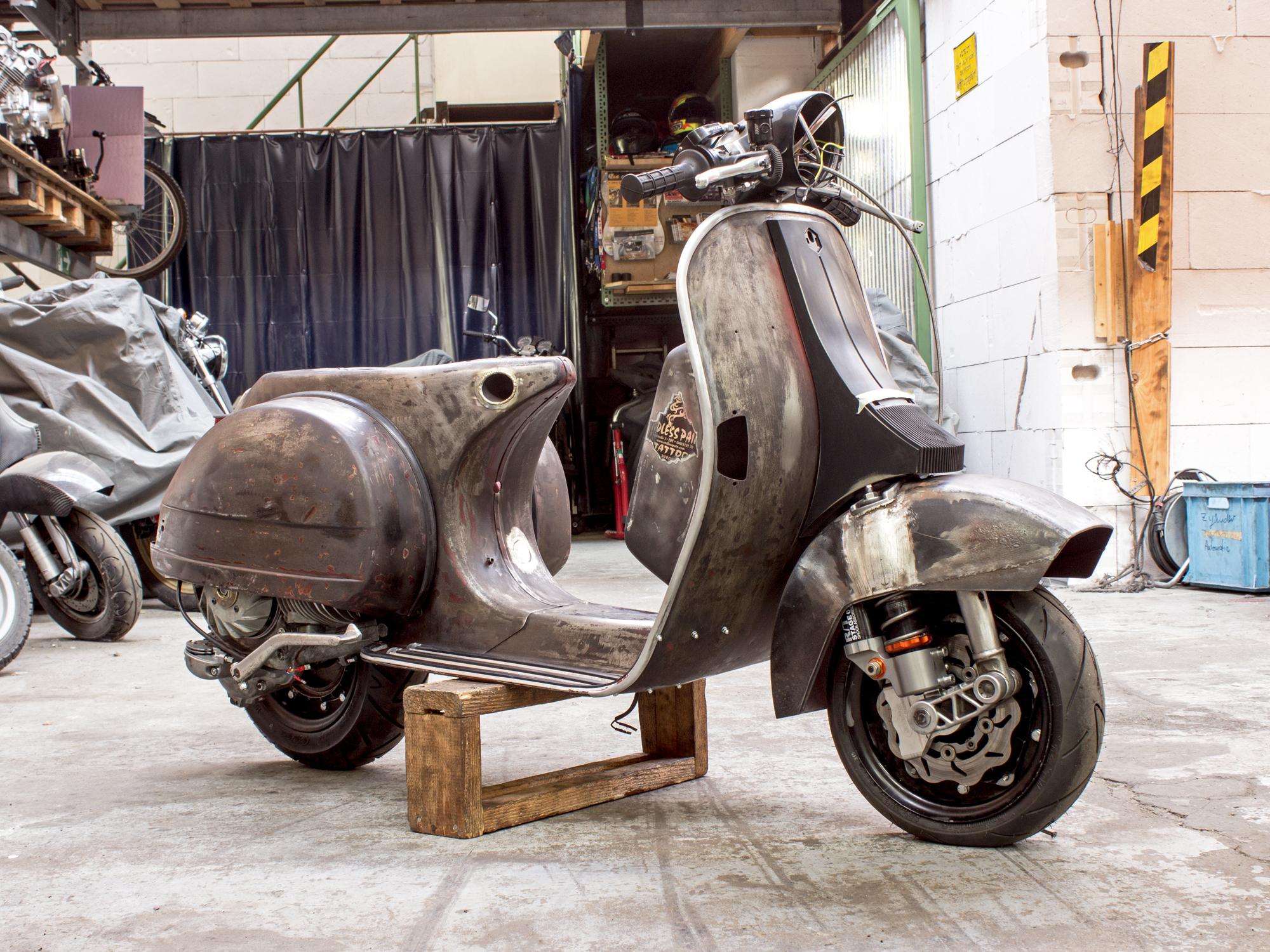 it often pays to restore a classic vespa the vespa guide. Black Bedroom Furniture Sets. Home Design Ideas